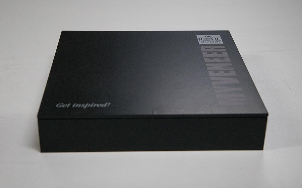Ansicht Musterbox 4, Materialkombination von Holz, Metall und mehr