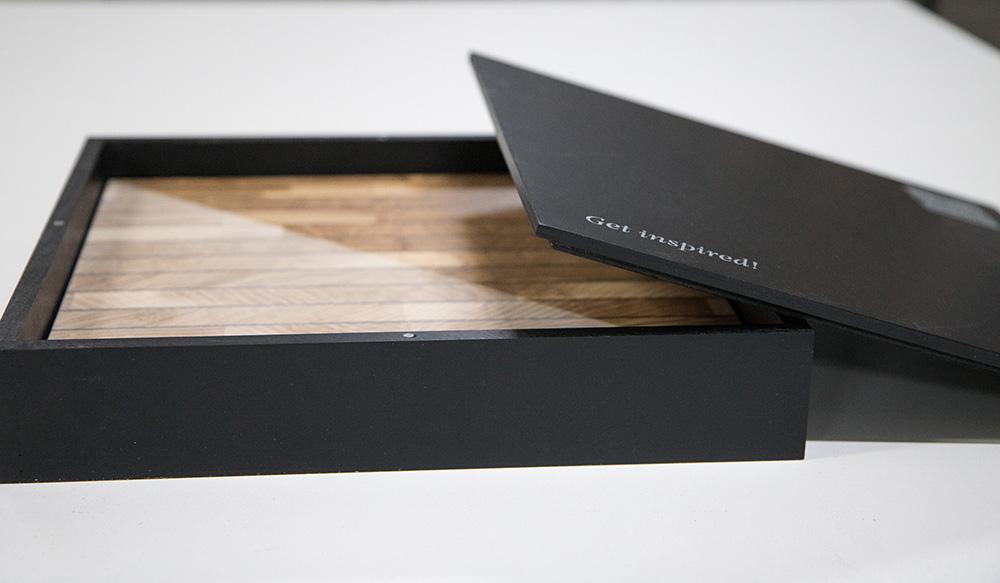 Ansicht Musterbox 2, Materialkombination von Holz, Metall und mehr