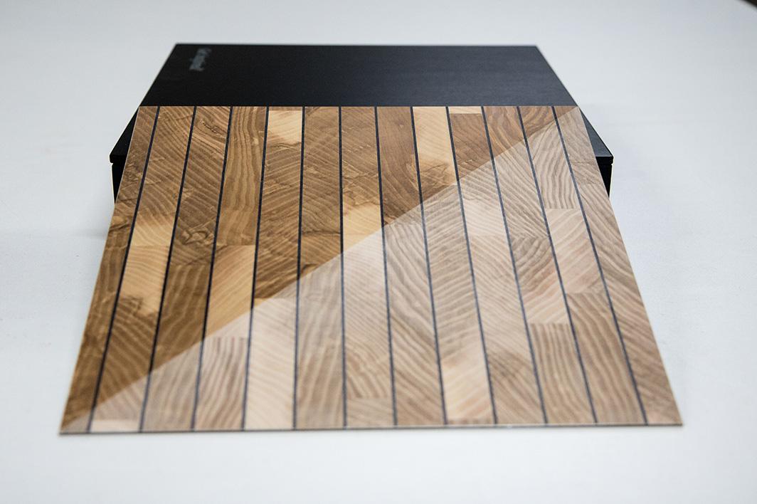 Ansicht Musterbox 6, Materialkombination von Holz, Metall und mehr