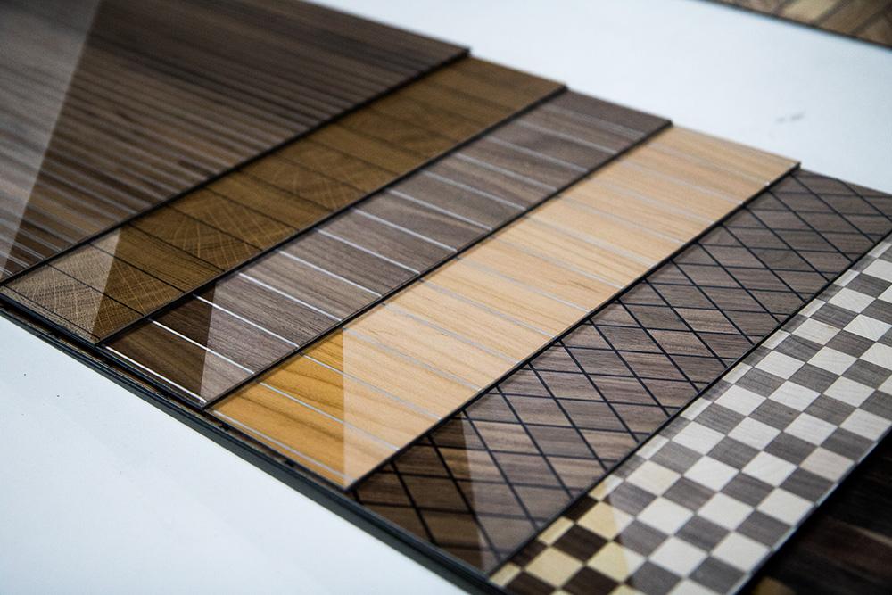 Ansicht Musterbox 8, Materialkombination von Holz, Metall und mehr