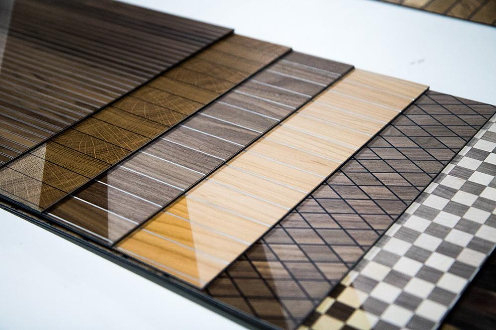 Ansicht Musterbox 16, Materialkombination von Holz, Metall und mehr