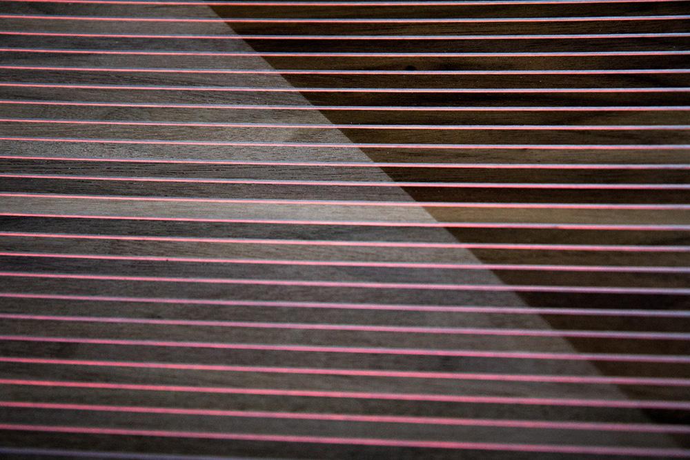 Ansicht Musterbox 18, Materialkombination von Holz, Metall und mehr