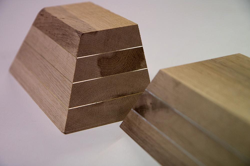 Formschönes Messing und Kupfer im Holzverbund